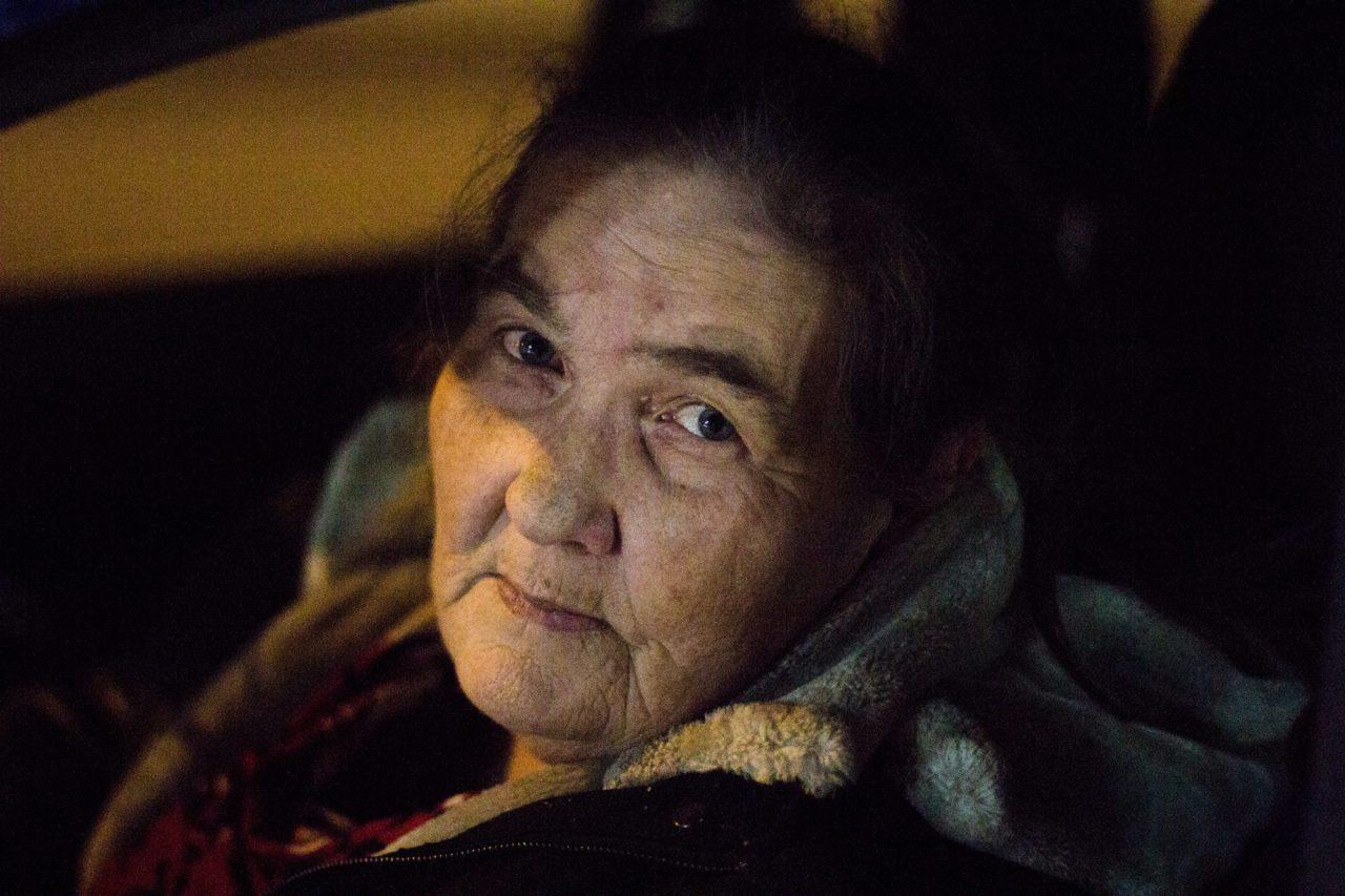 In den 1990er Jahren brannte Pelagejas Haus ab, sie kam mit ihren Kindern eine zeitlang bei Bekannten unter