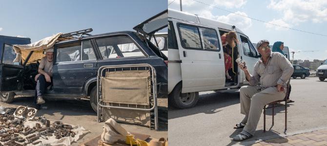 Links – Verkäufer auf einem Markt in Grosny, rechts – Gold- und Devisenhändler an einer Bushaltestelle in Grosny / Fotos © Dmitry Markov für Meduza