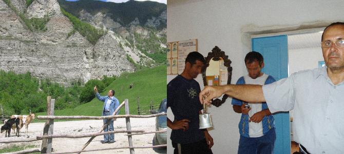 2007 und 2008 – Ojub Titijew besucht Schulen in den Bergdörfern / Fotos © Privatarchiv der Familie Titijew
