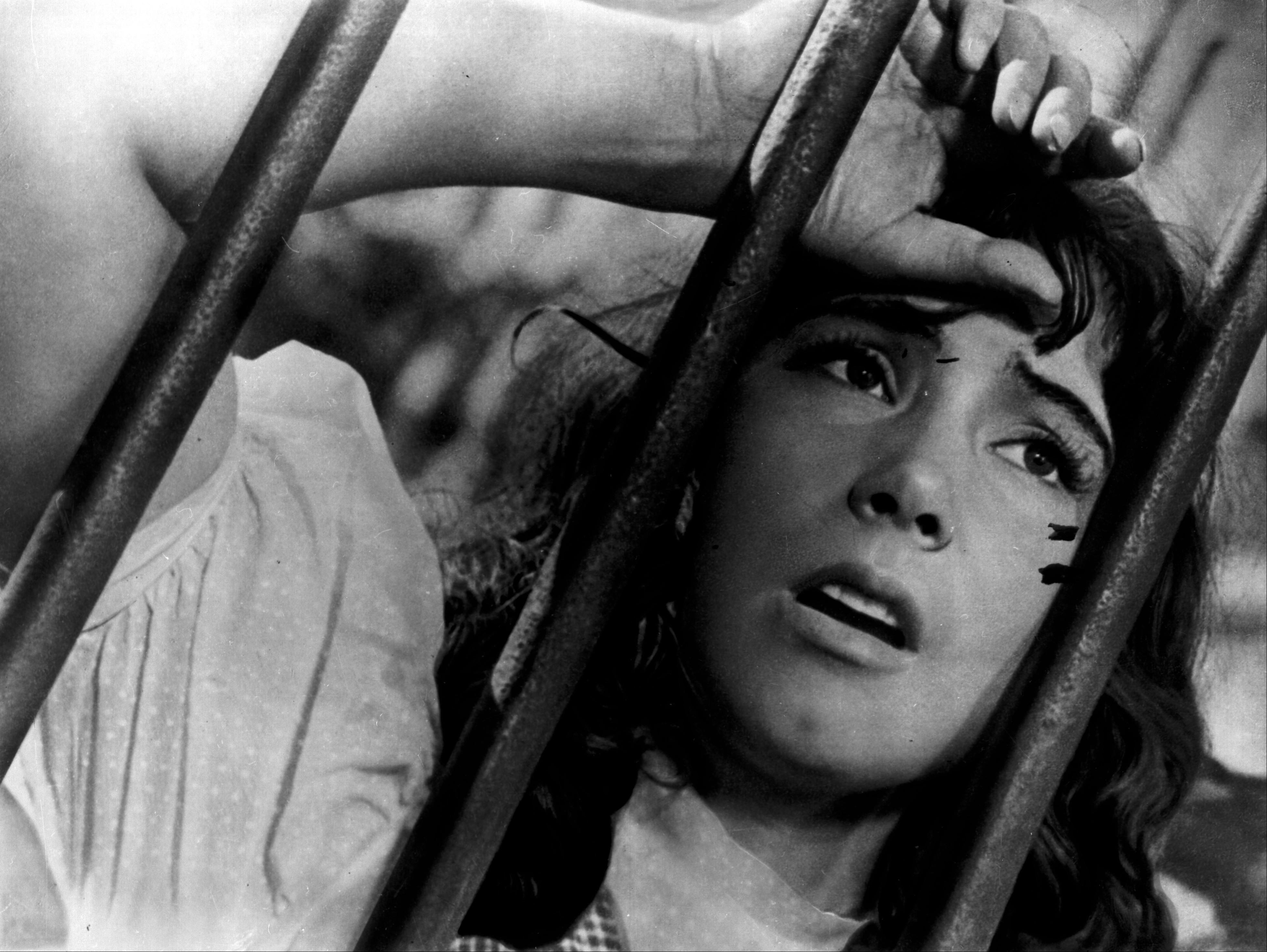 Juni 1941 – als Hitlerdeutschland die Sowjetunion überfällt, bricht für Veronika eine Welt zusammen. Sie muss ihren Liebsten in den Krieg ziehen lassen / Fotos © Mosfilm