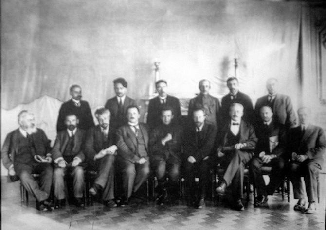 """Mitglieder der Provisorischen Regierung. """"Unsere Sicht ist zu sehr auf die Bolschewiki und auf Lenin verengt. Man muss auch das Verhalten ihrer Gegner betrachten"""" / Foto © Wikipedia/gemeinfrei"""