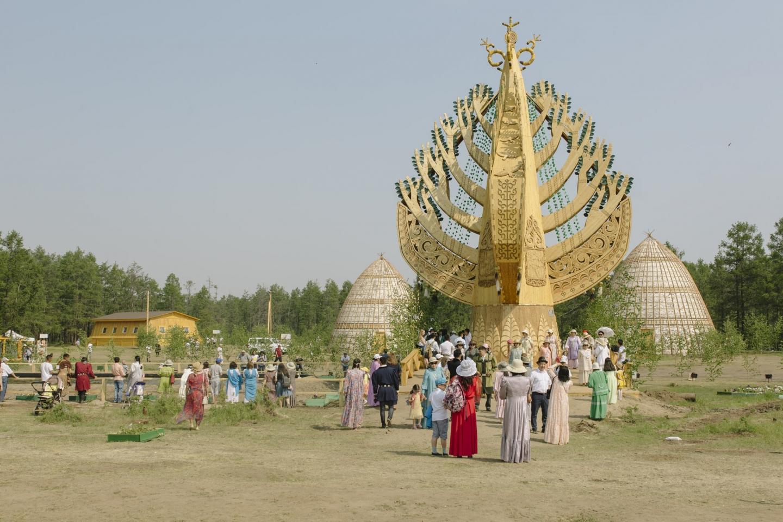 Damit ein Wunsch in Erfüllung geht, muss man den Stamm von Aal Luk Mas berühren und um ihn herumgehen / Foto © Alexej Wassiljew
