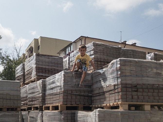 Spielende Kinder in Grosny / Foto © Dmitry Markov für Meduza